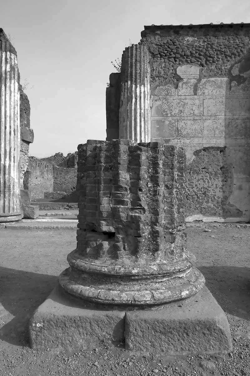 Victor Burgin Basilica I 1